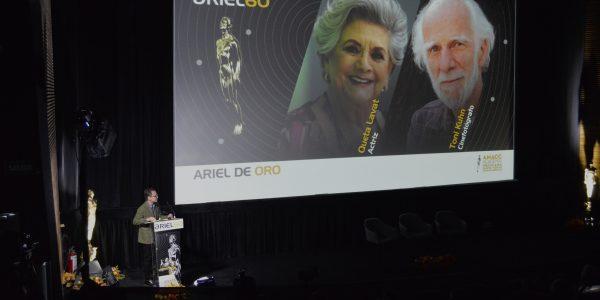Ernesto Contreras anunciando a los Arieles de Oro 2018