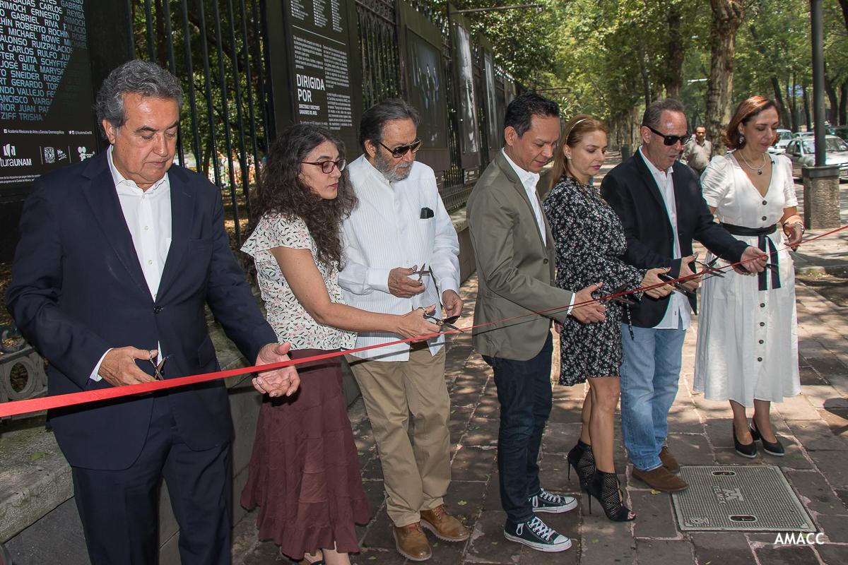 """Se inauguró la exposición """"Dirigida por. Directoras y directores ganadores del Ariel"""""""